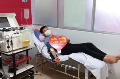 bác sĩ trẻ hiến tiểu cầu cứu người